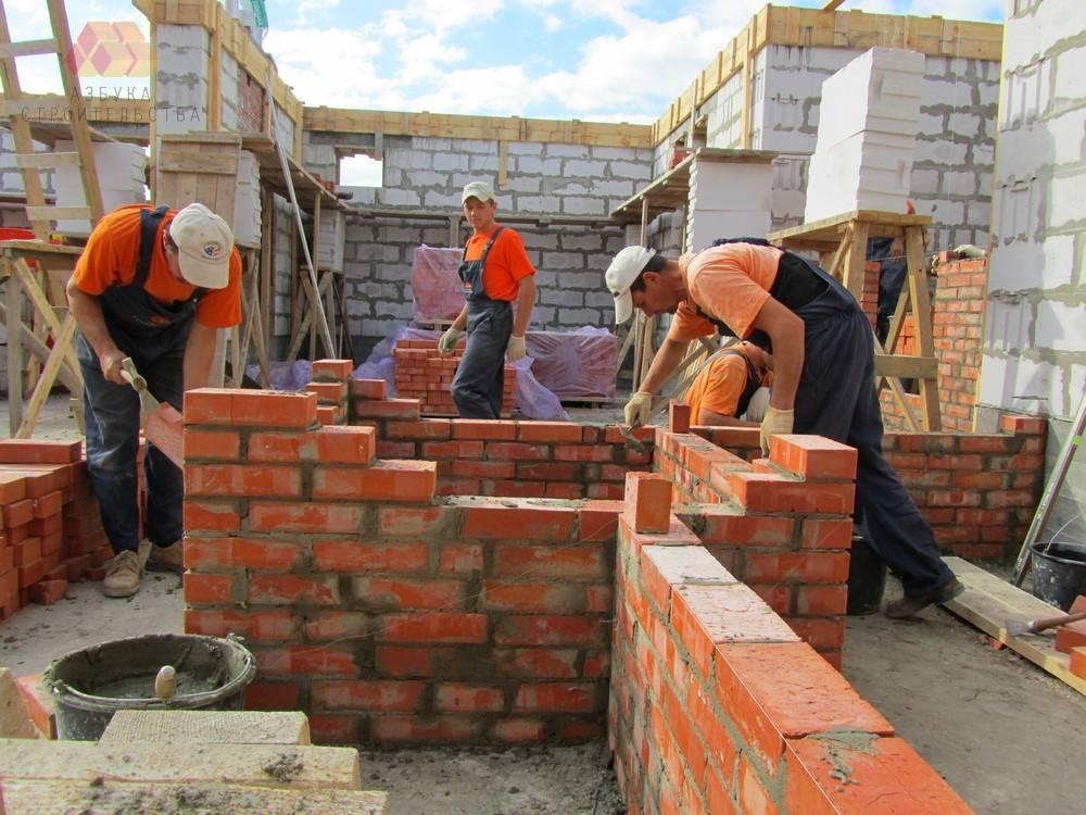 Строить дом из кирпича