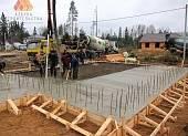 Заливка фундаментной плиты бетонной смесью