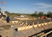 Основной фундамент забетонирован с помощью бетононасоса